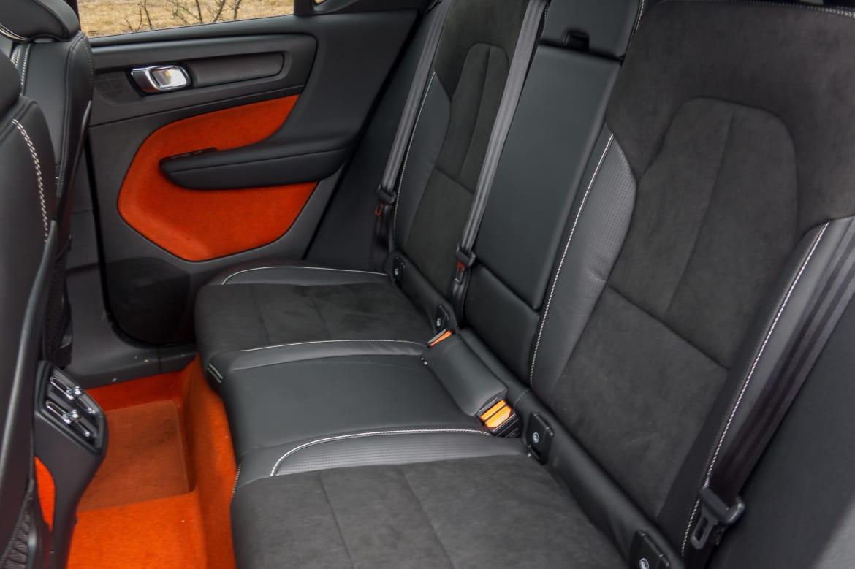 35-volvo-xc40-2019-interior--rear-seats.jpg