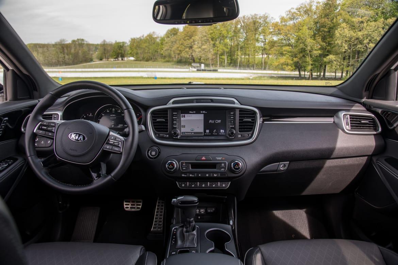 11-kia-sorento-2019-front-row--interior--wide.jpg