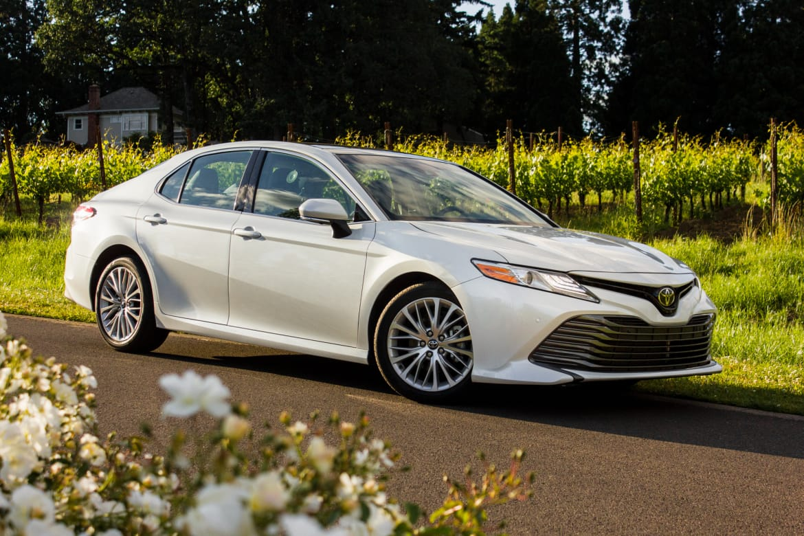 2018 Toyota Camry Le >> 2018 Toyota Camry Higher Price More Features News Cars Com
