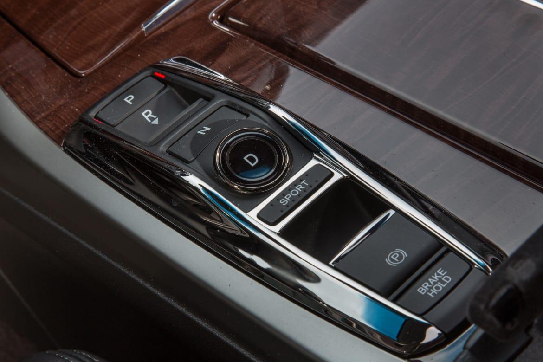 16_Acura_RLX-Sport-Hybrid_ES_Gear_Selector.jpg