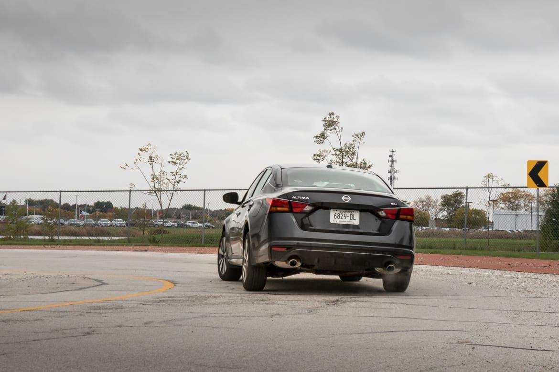 08-nissan-altima-2.5-sv-2019-black--dynamic--exterior--rear-angl