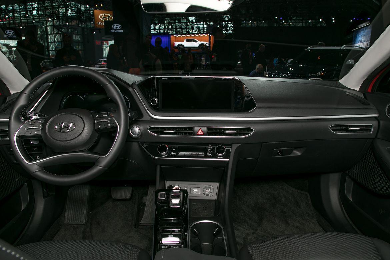 08-hyundai-sonata-2020-cockpit-shot--interior.jpg