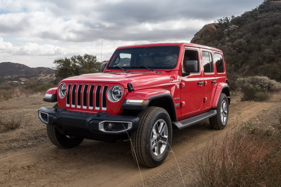 02-jeep-wrangler-2018-angle-exterior-front-red.jpg
