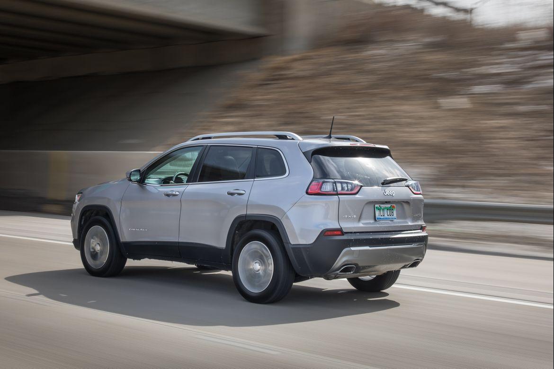 02-jeep-cherokee-2019-angle--dynamic--engine--rear--silver.jpg