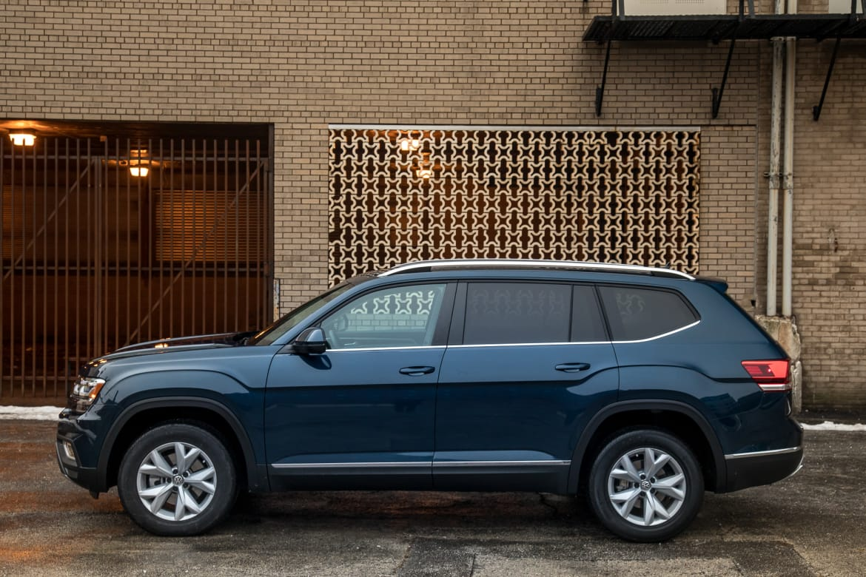 04-volkswagen-atlas-2018-blue-exterior-profile.jpg