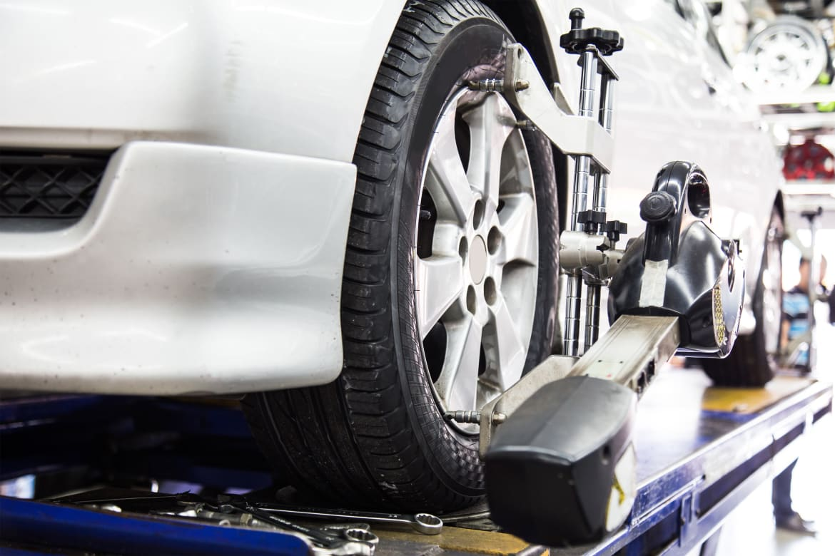 WheelAlignment-ThamKC-iStock-Thinkstock.jpg