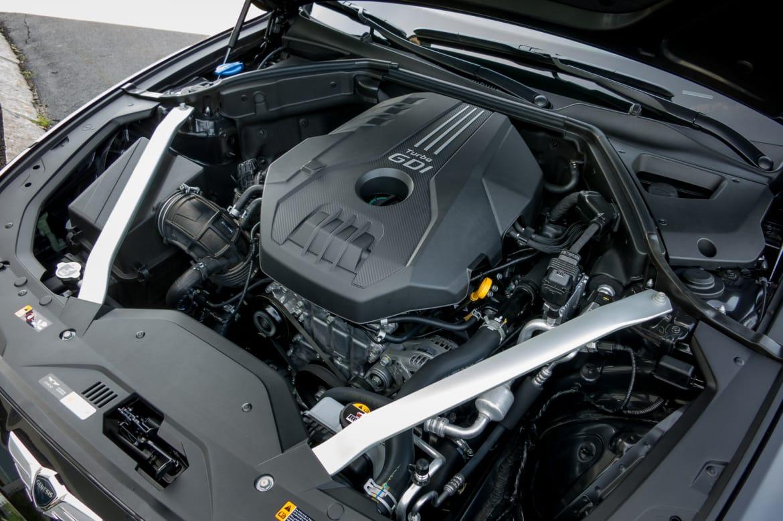 07-genesis-g70-2019-engine--interior.jpg