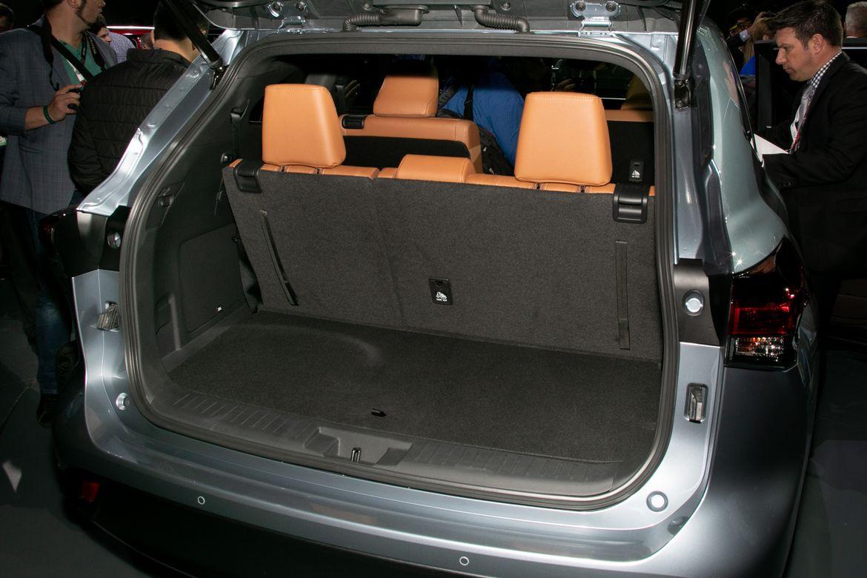 17-toyota-highlander-2020-black--interior--tan--trunk--two-tone.