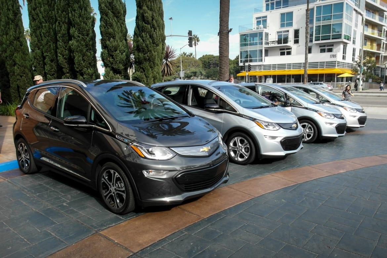 Chevrolet Bolt Ev >> 2017 Chevrolet Bolt Ev Review First Drive News Cars Com