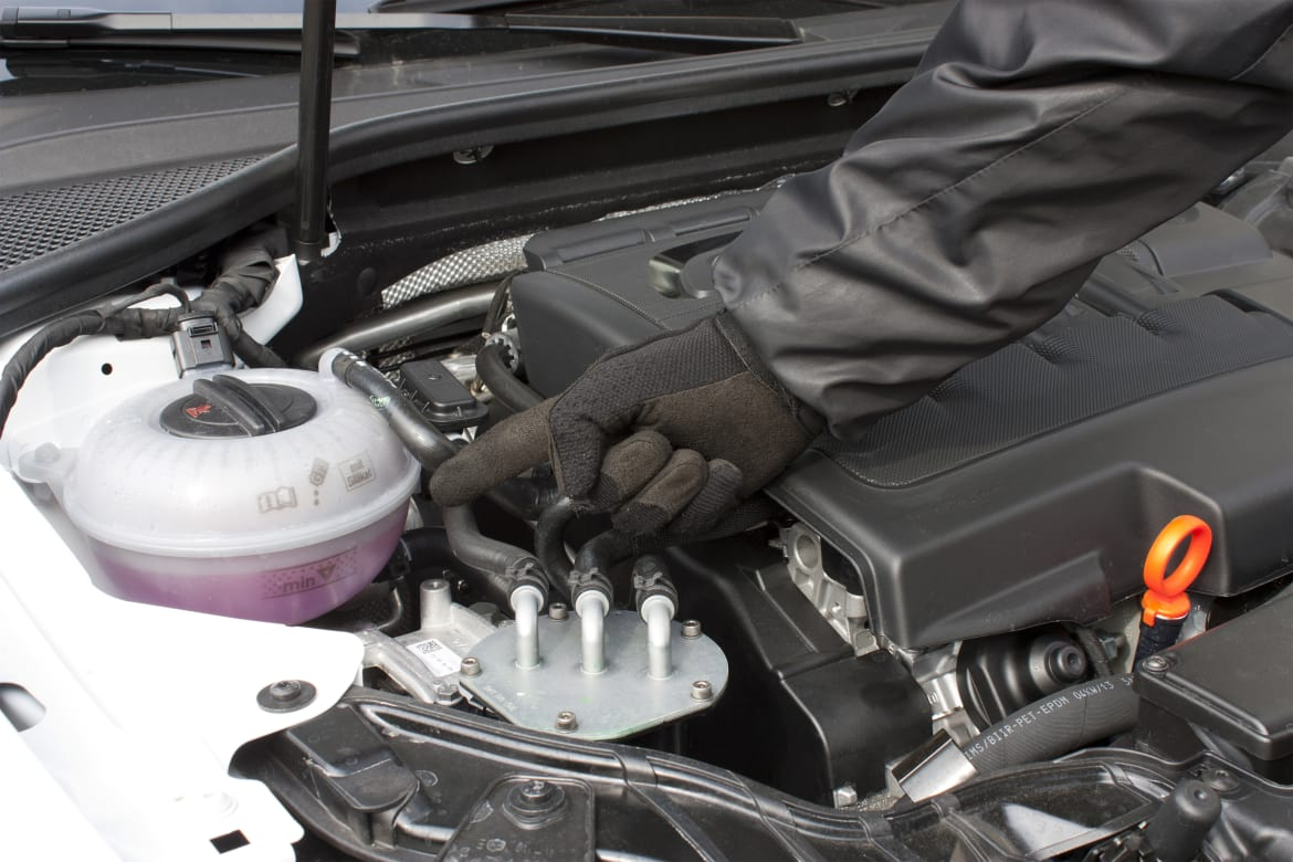 How Can I Tell If My Radiator Is Leaking? | News | Cars com