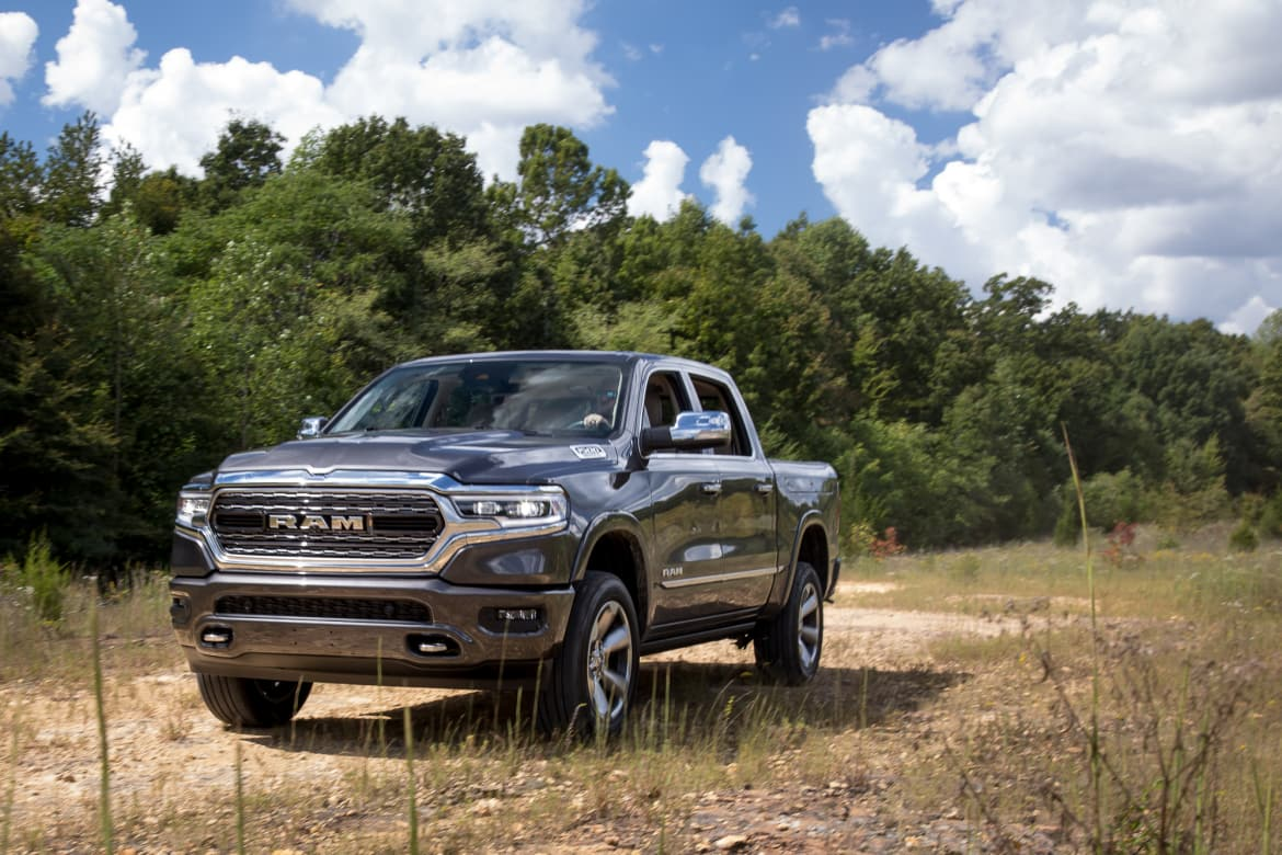 11-ram-1500-limited-crew-cab-2019-angle--black--exterior--front.