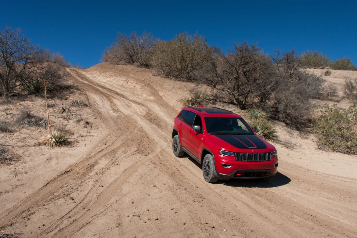 17Jeep_Grand-Cherokee-Trailhawk_BW_13.jpg