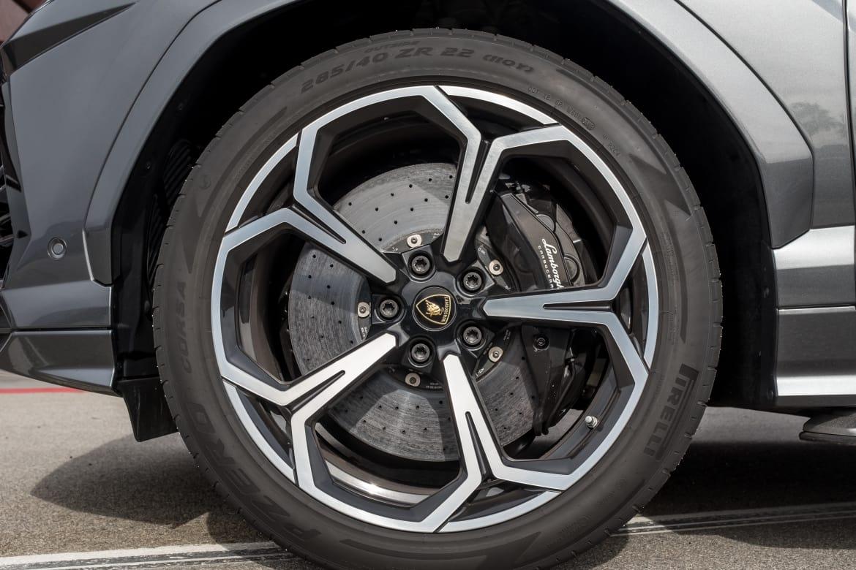 16-lamborghini-urus-2019-exterior--grey--wheel.jpg
