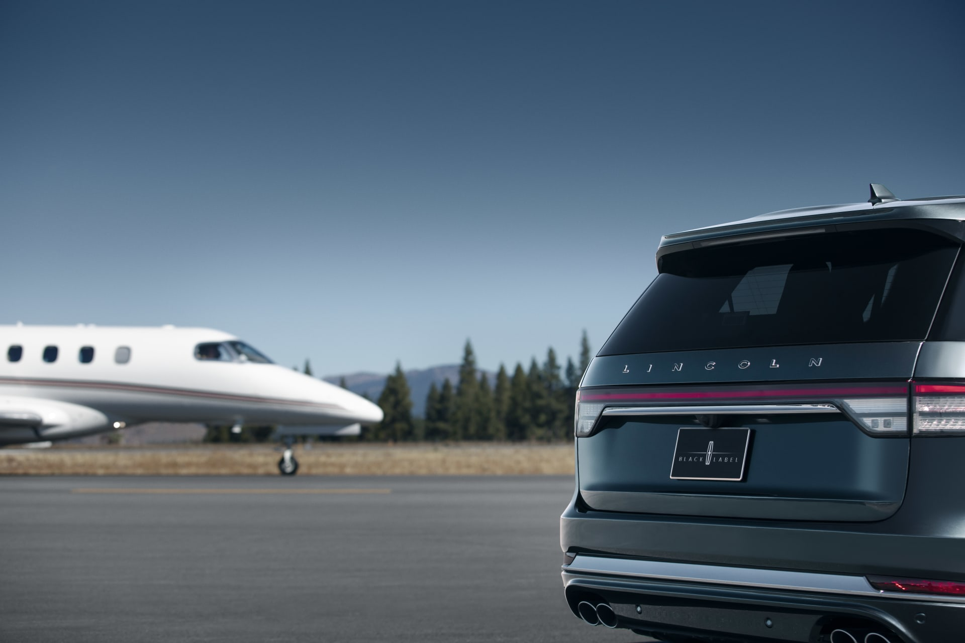 10 Biggest News Stories of the Week: 2020 Lincoln Aviator Flies Past Gladiator, Defender