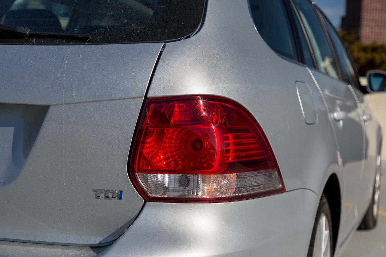 13Volkswagen_Jetta-SportWagen-TDI_AC_15.jpg