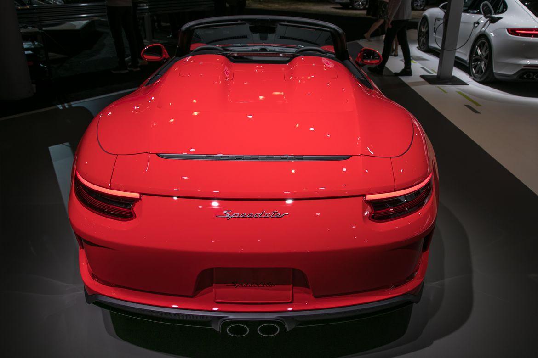 04-porsche-911-speedster-2019-exterior--rear--red.jpg