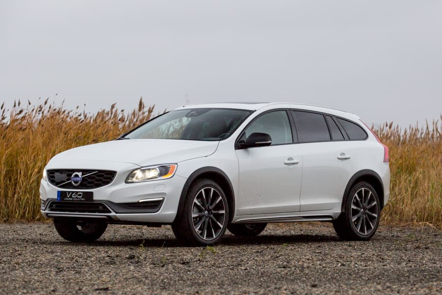 2016 volvo v60 cross country what's new  news  cars