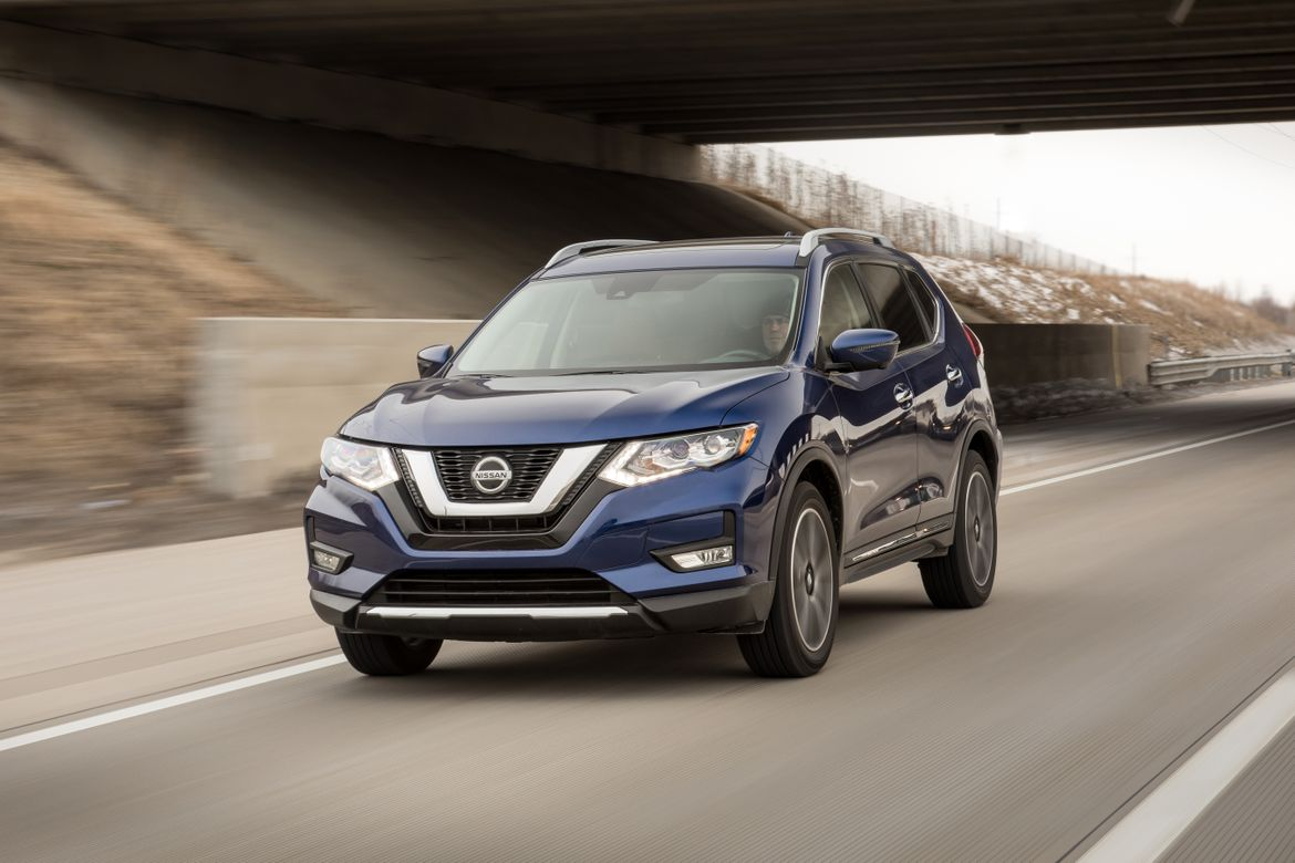 01-nissan-rogue-2019-angle--blue--dynamic--exterior--front.jpg