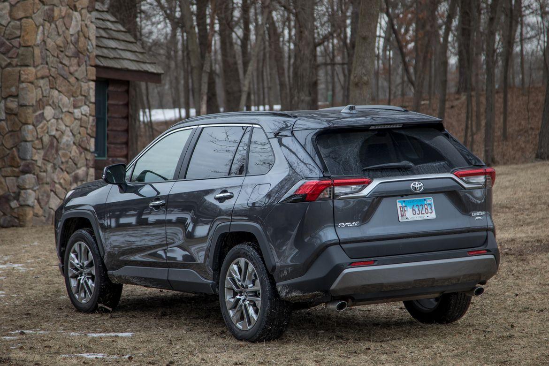 06-toyota-rav4-2019-angle--exterior--grey--rear.jpg