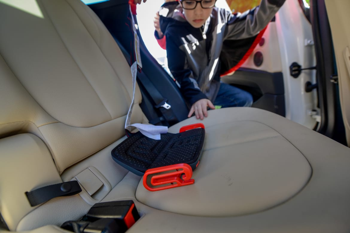 Admirable Mifold Booster Seat Review News Cars Com Ibusinesslaw Wood Chair Design Ideas Ibusinesslaworg