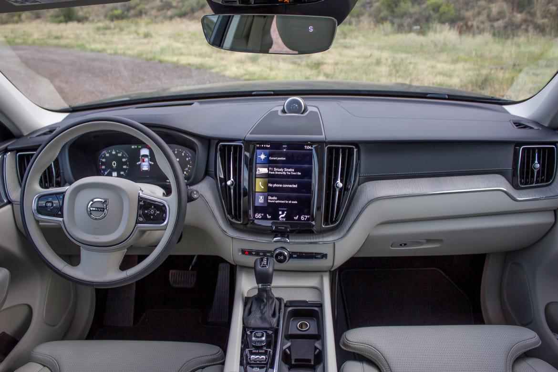 2018 Land Rover Range Rover Velar Vs Volvo Xc60 An Interior