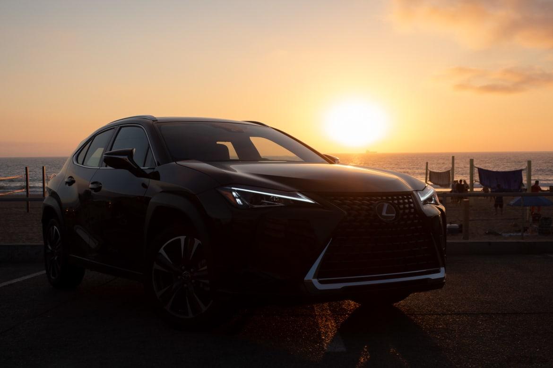 01-lexus-ux-200-2019-first-drive-bw.jpg