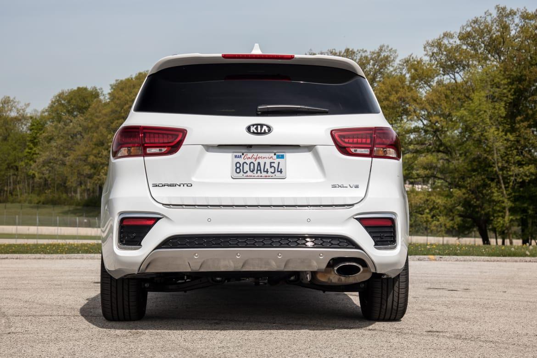 05-kia-sorento-2019-exterior--rear--white.jpg