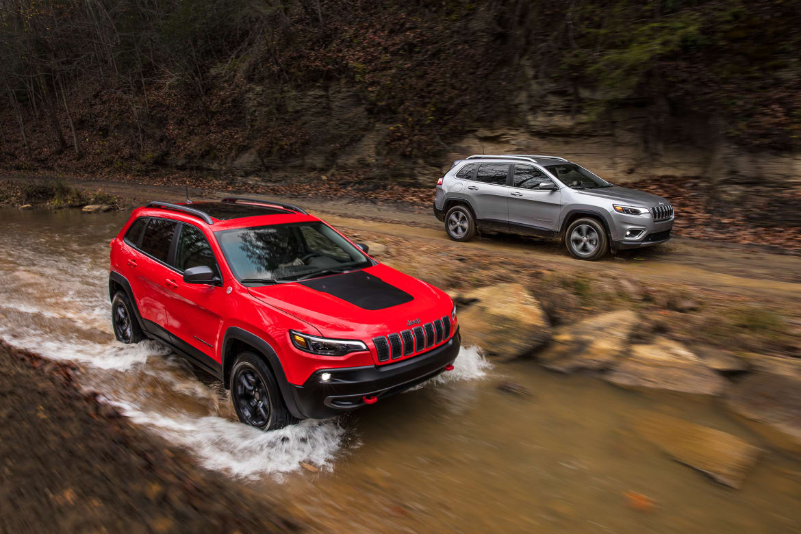 Cherokee For Less >> 2019 Jeep Cherokee Is Lighter Less Weird News Cars Com