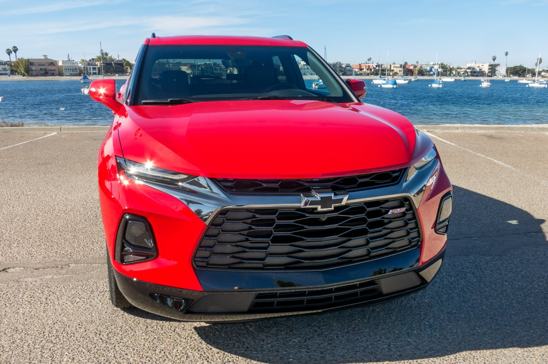 02-chevrolet-blazer-2019-exterior--front--lifestyle--red.jpg
