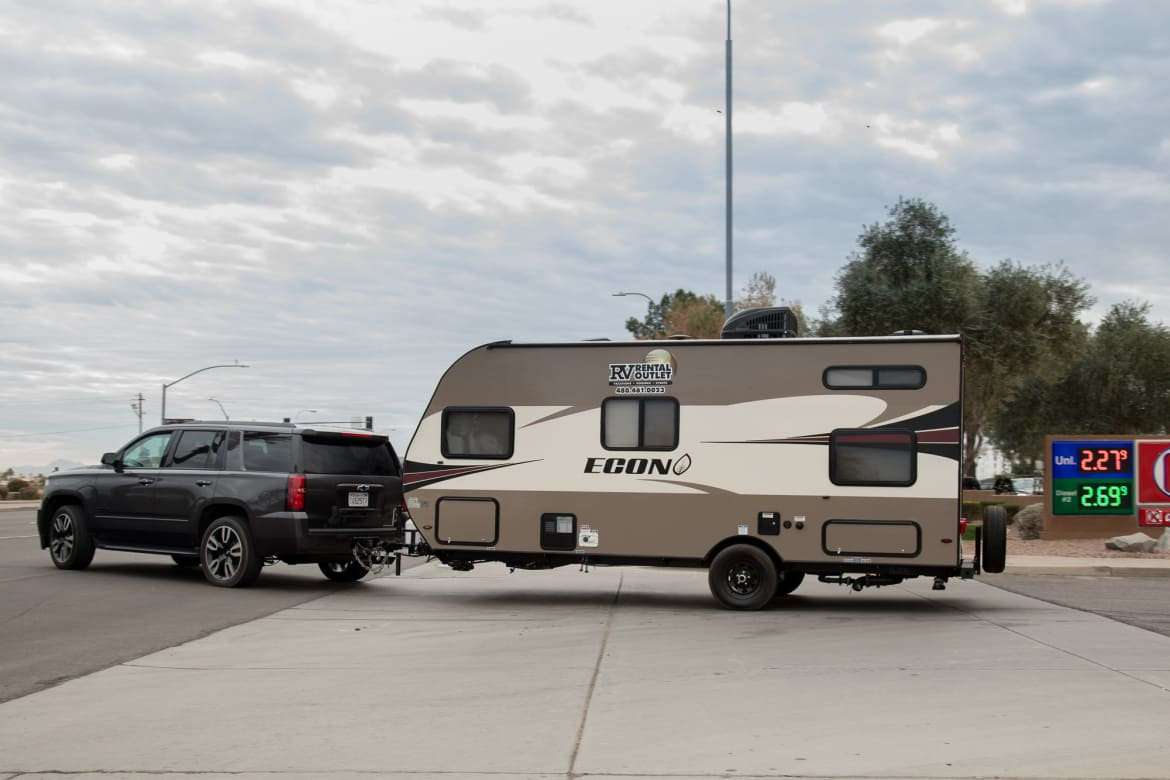 Chevy Tahoe Towing Capacity >> Which 2018 Full Size Suv Is The Best Tow Rig News Cars Com