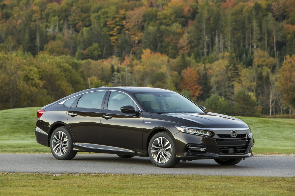 What gas mileage does the 2018 honda accord hybrid get