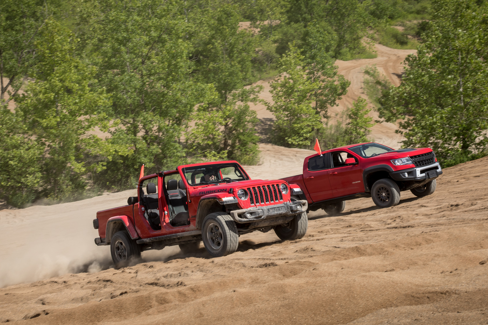 jeep--chevrolet-colorado-zr2-bison-and-gladiator-2019--2020-02-angle--dynamic--exterior--front--off-road--red.jpg