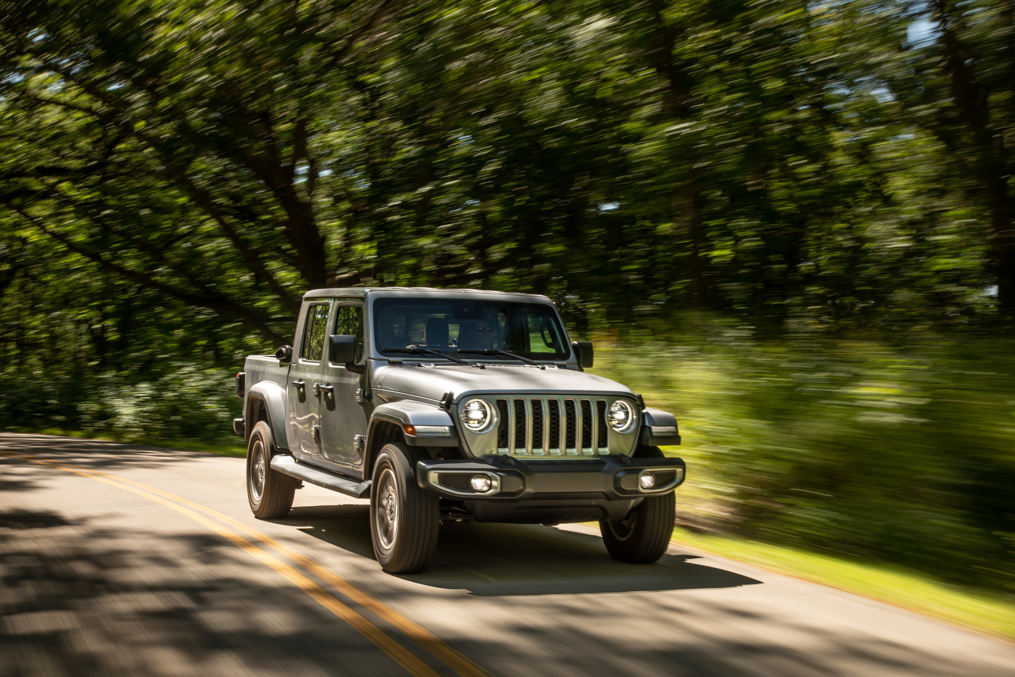 Top 5 Reviews and Videos of the Week: Jeep Gladiator Takes Smooth Ride to the Top