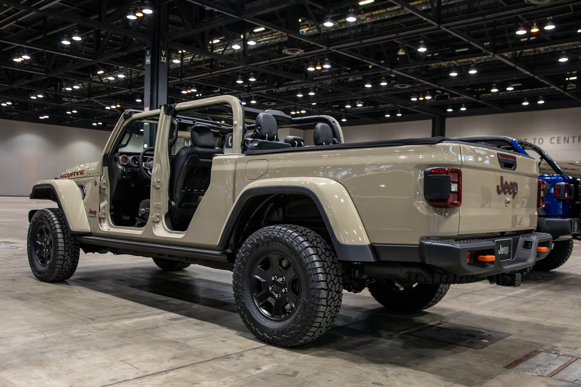 All The Pickup Truck News Jeep Gladiator Mojave Ready To Dunk On Dunes And The Competition And More News Cars Com