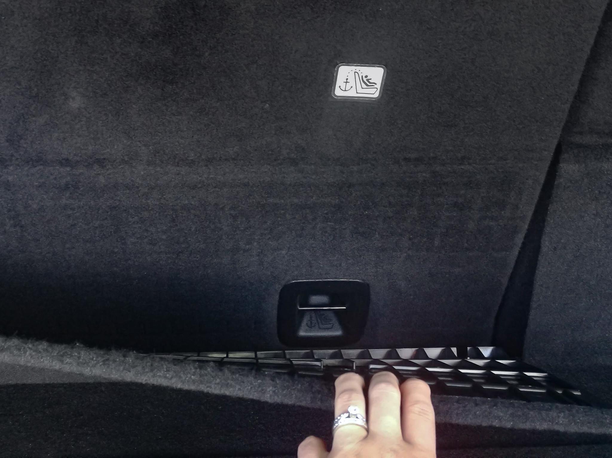 jeep-grand-cherokee-2019-01-csc--interior--latch.jpg