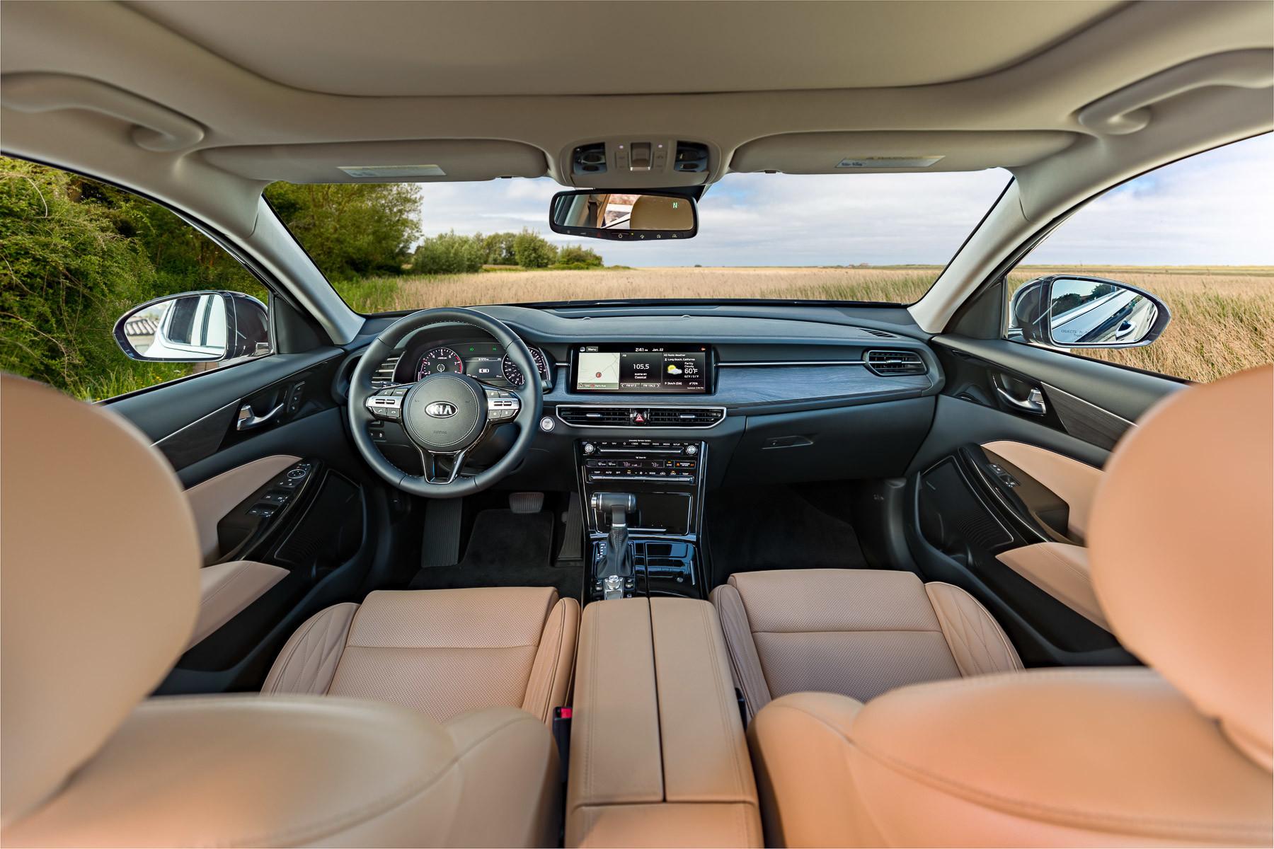 kia-cadenza-2020-01-cockpit-shot--front-row--interior.jpg