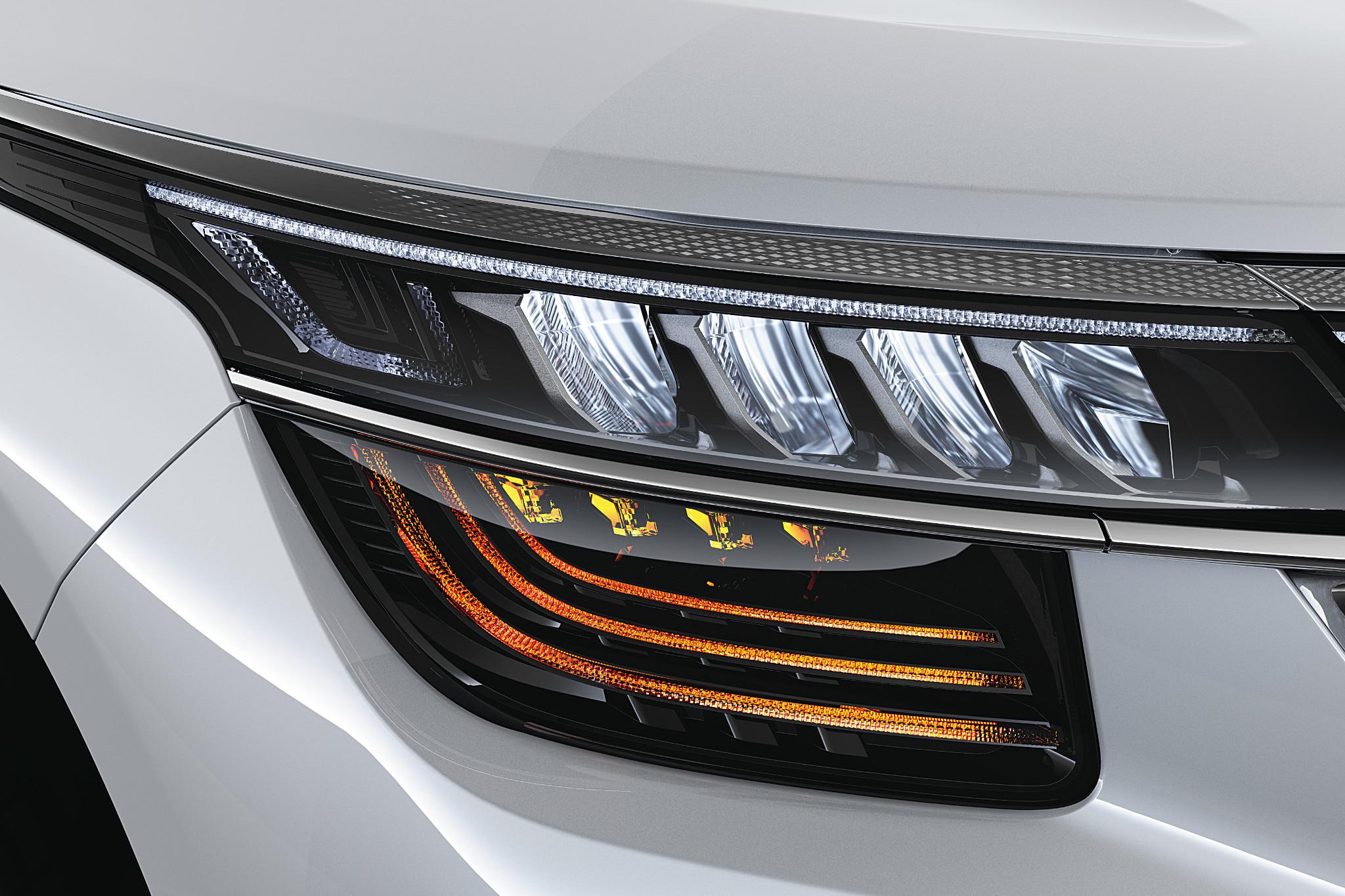 kia-seltos--08-exterior--headlights--white.jpg