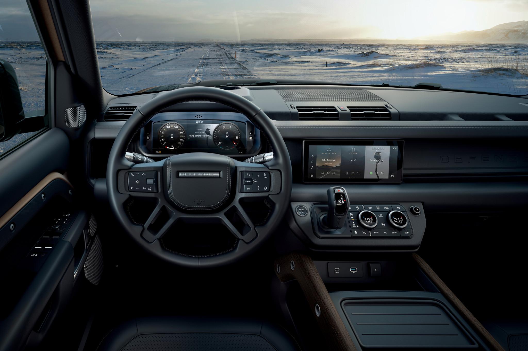 land-rover-defender-2020-08-cockpit-shot--front-row--interior.jpg