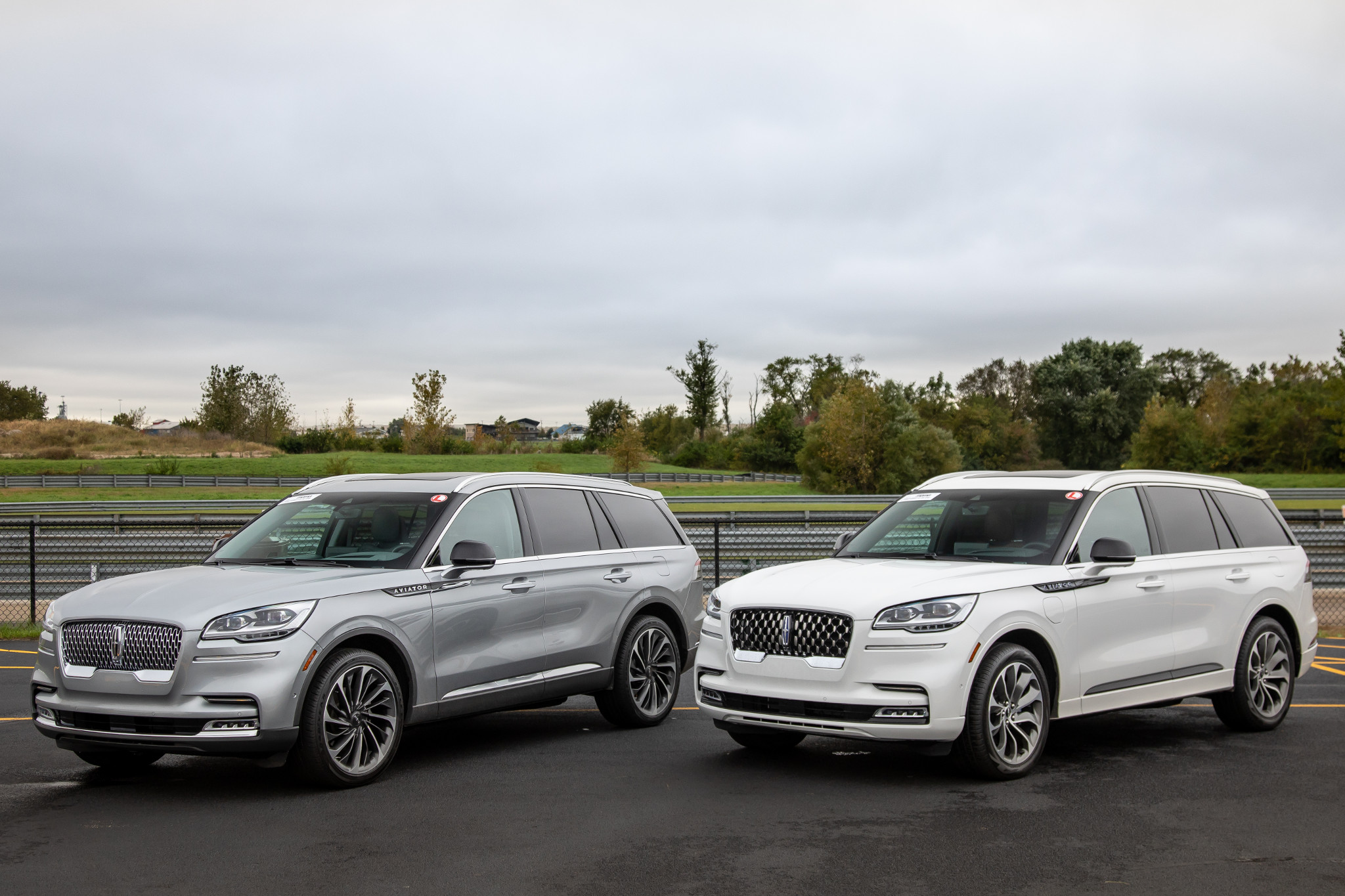 Which to Buy? 2020 Lincoln Aviator Vs. Aviator Plug-In Hybrid