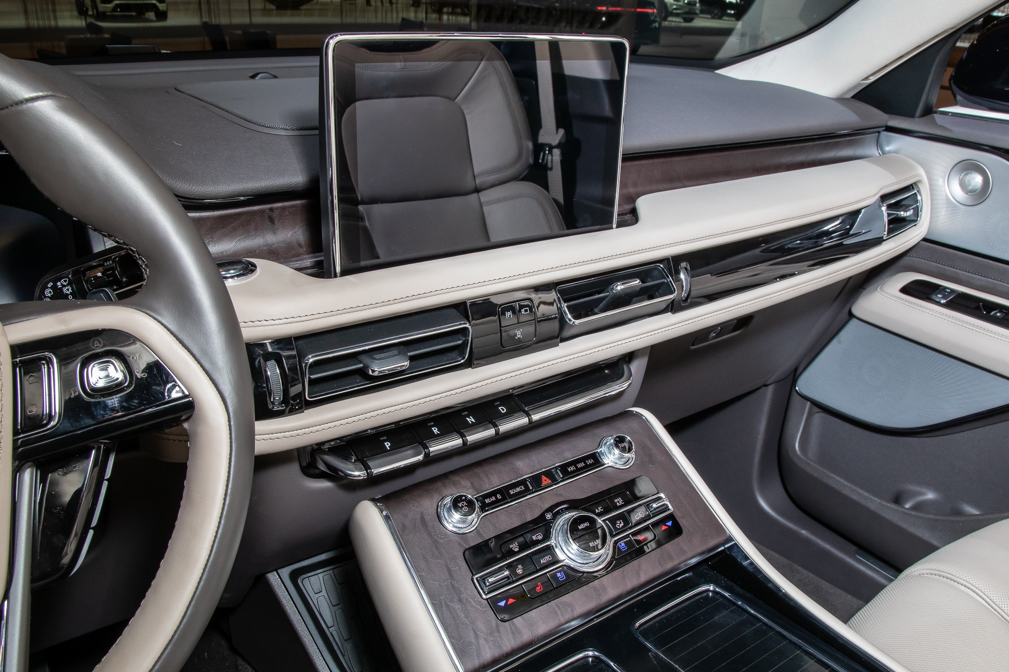 lincoln-aviator-reserve-awd-2020-4-interior--center-stack.jpg