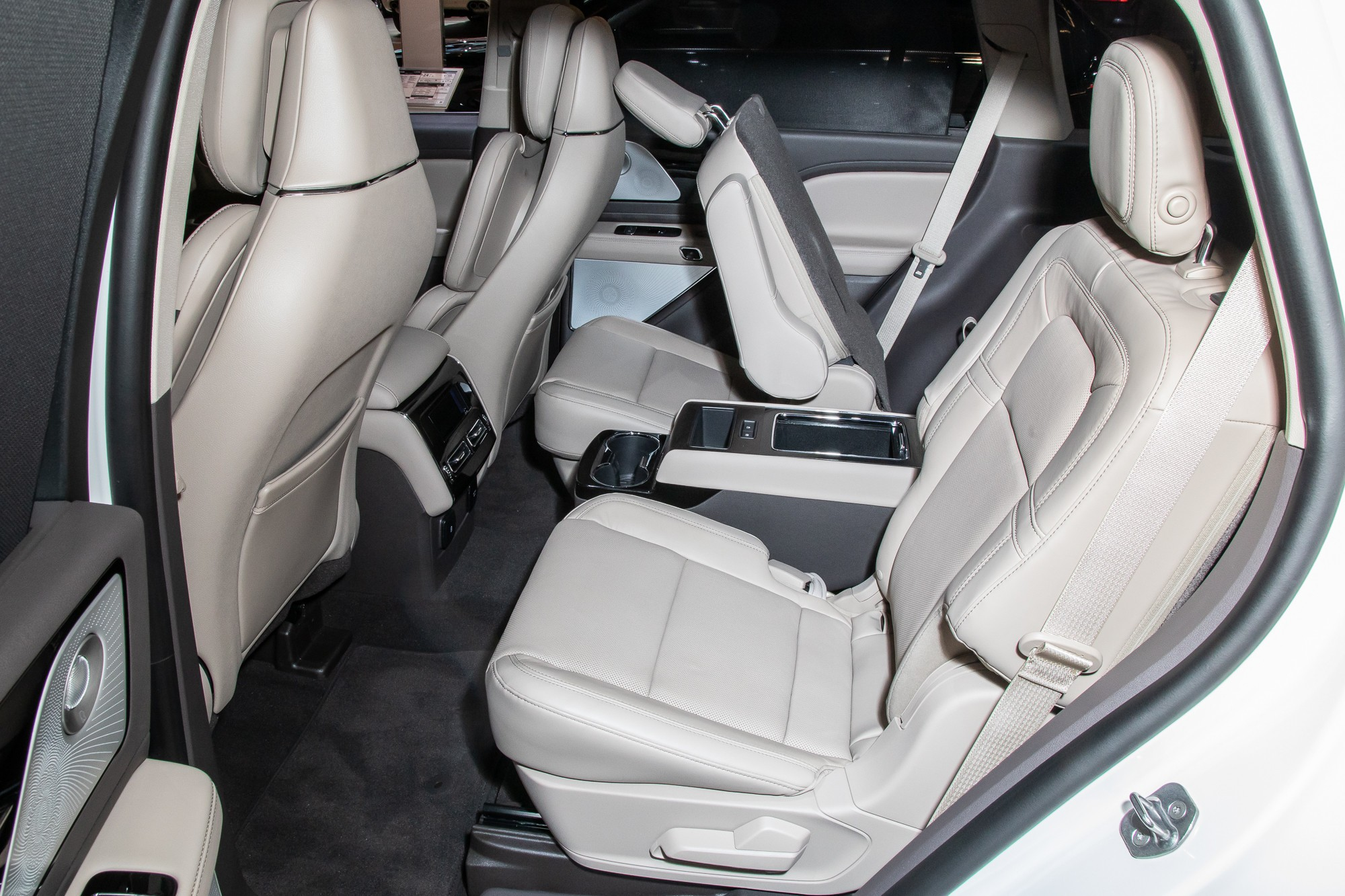 lincoln-aviator-reserve-awd-2020-8-folding-seats--interior--second-row.jpg