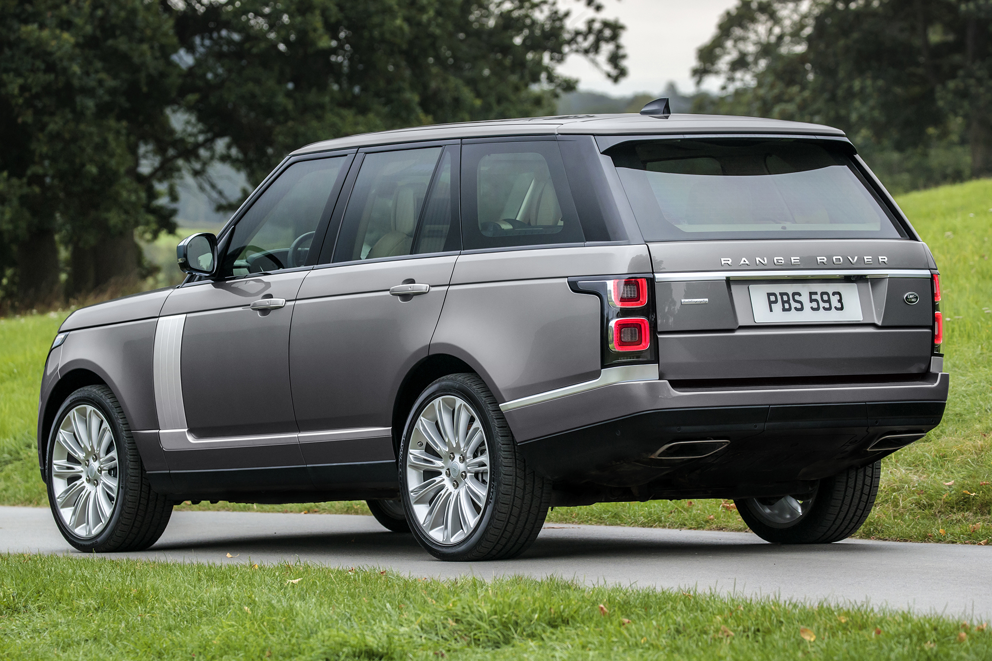 2020 Range Rover Gets Electric Boost, Fancier Plug-In Hybrid … and Higher Charge