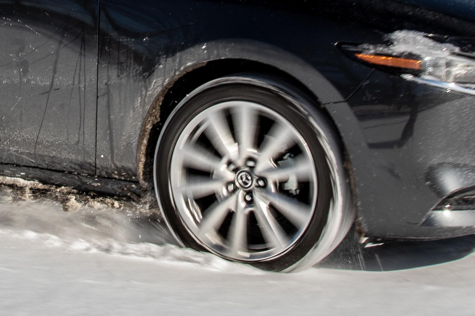 mazda-3-2020-6-dynamic--exterior--grey--snow--wheel.jpg