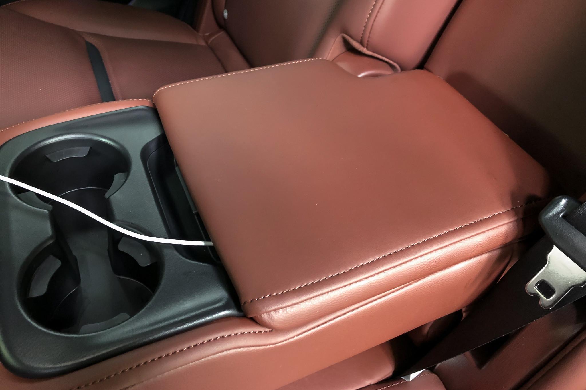 mazda-cx-9-2019-01-armrest--interior--outlet.jpg