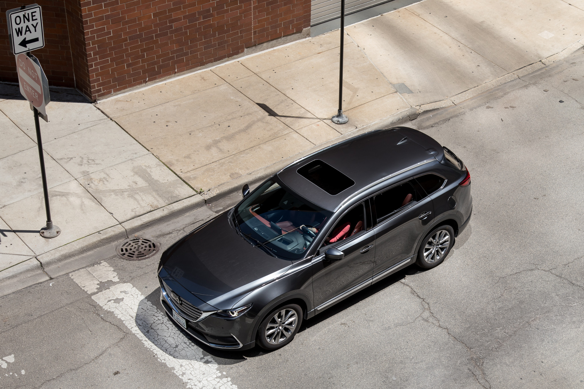 mazda-cx-9-2019-02-angle--exterior--front--grey--overhead.jpg