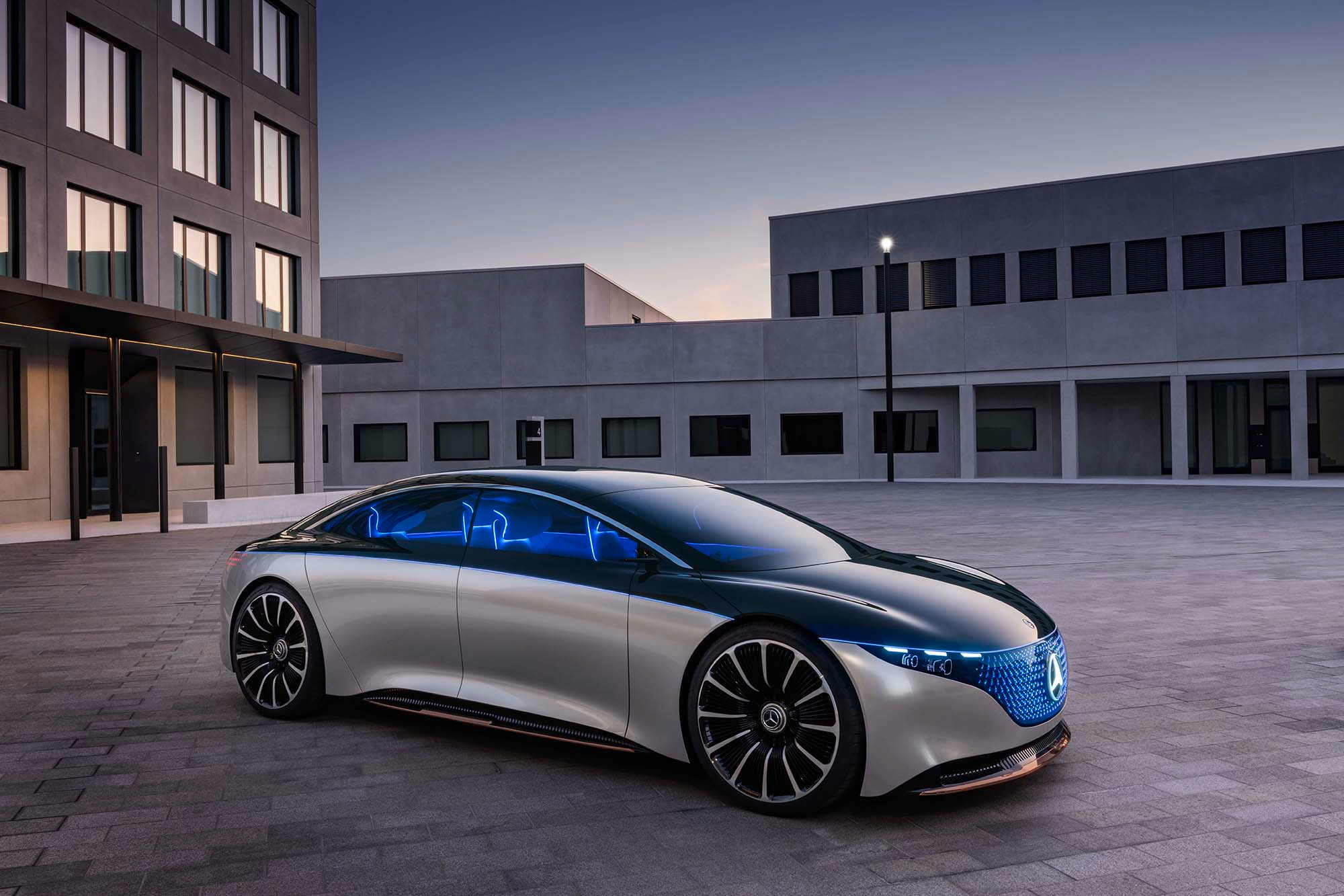 mercedes-benz-vision-eqs-2019-01-angle--black--exterior--front--silver.jpg