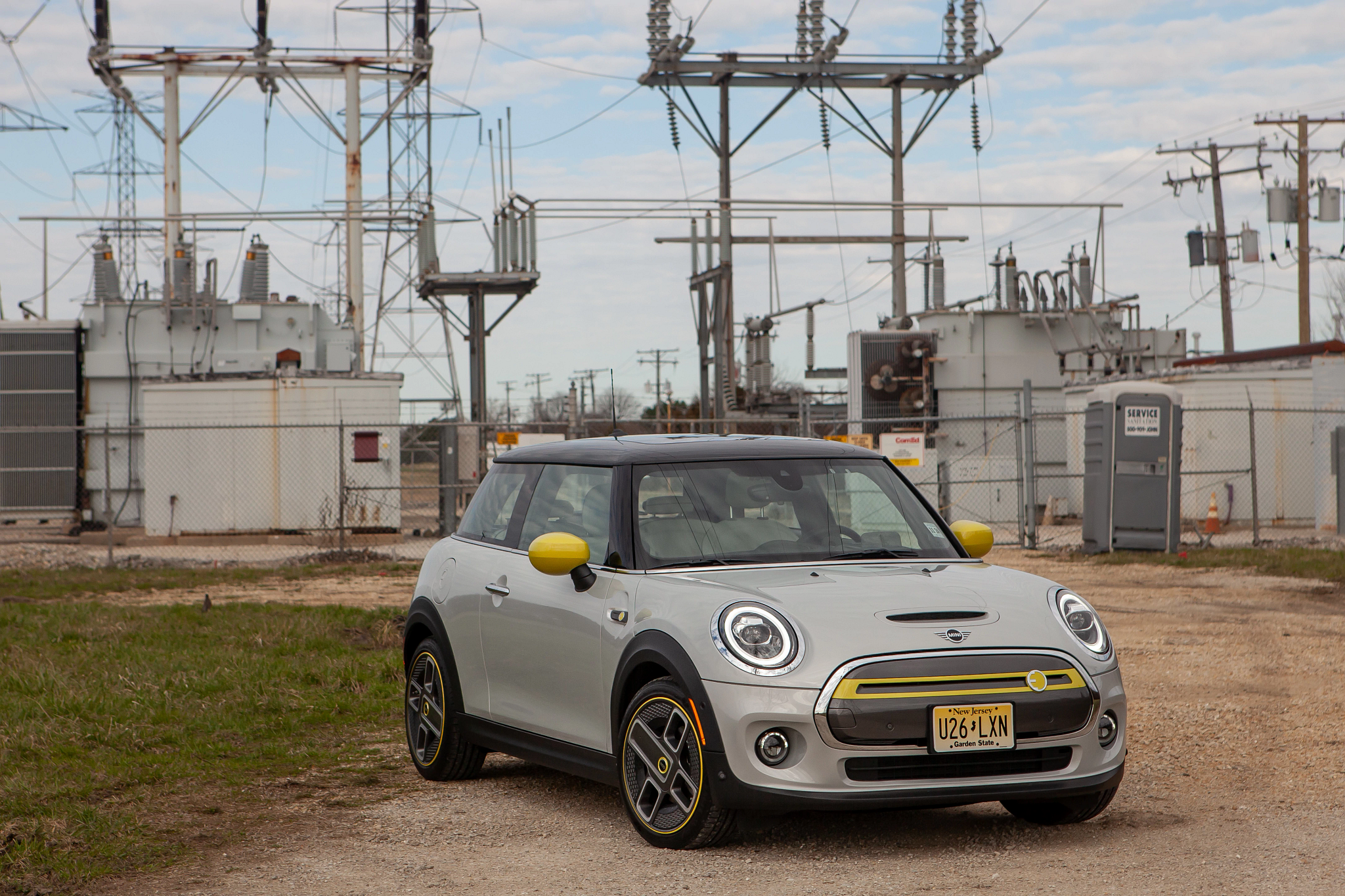 2020 Mini Cooper SE Hardtop Review: Electric, Fun and Priced for Its Modest Range