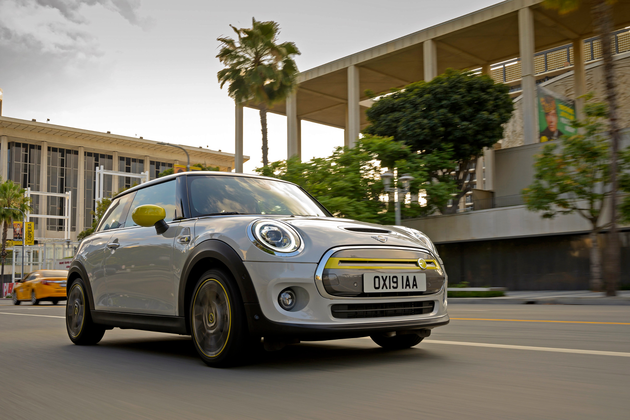 2020 Mini Cooper SE EV: Low Range, Low Price
