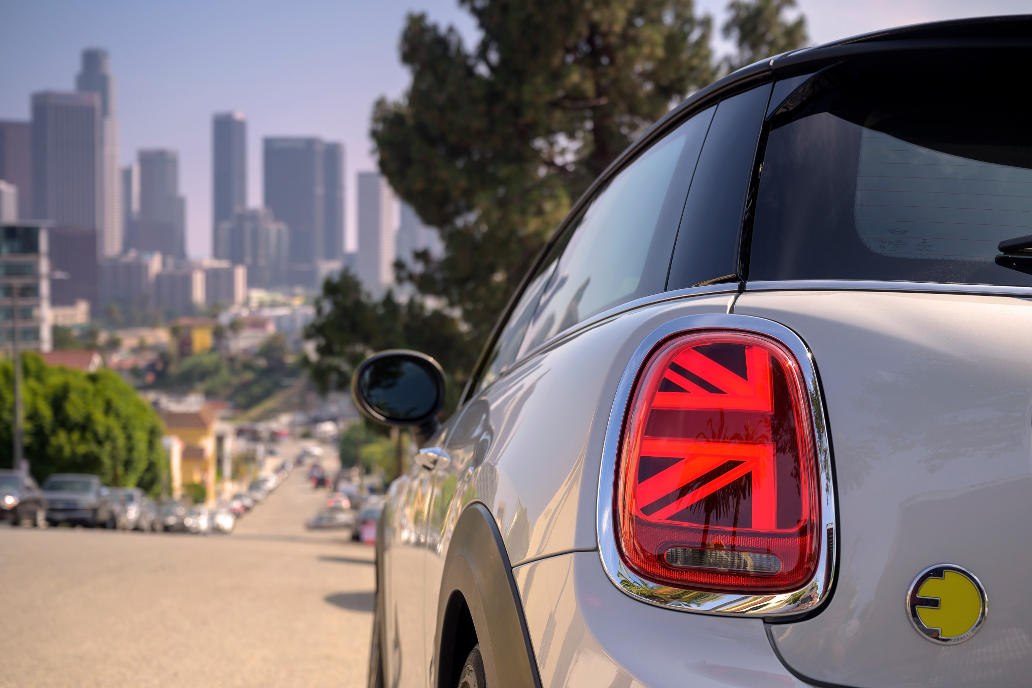 mini-cooper-se-electric-2020-10-detail--exterior--rear--taillights--white.jpg