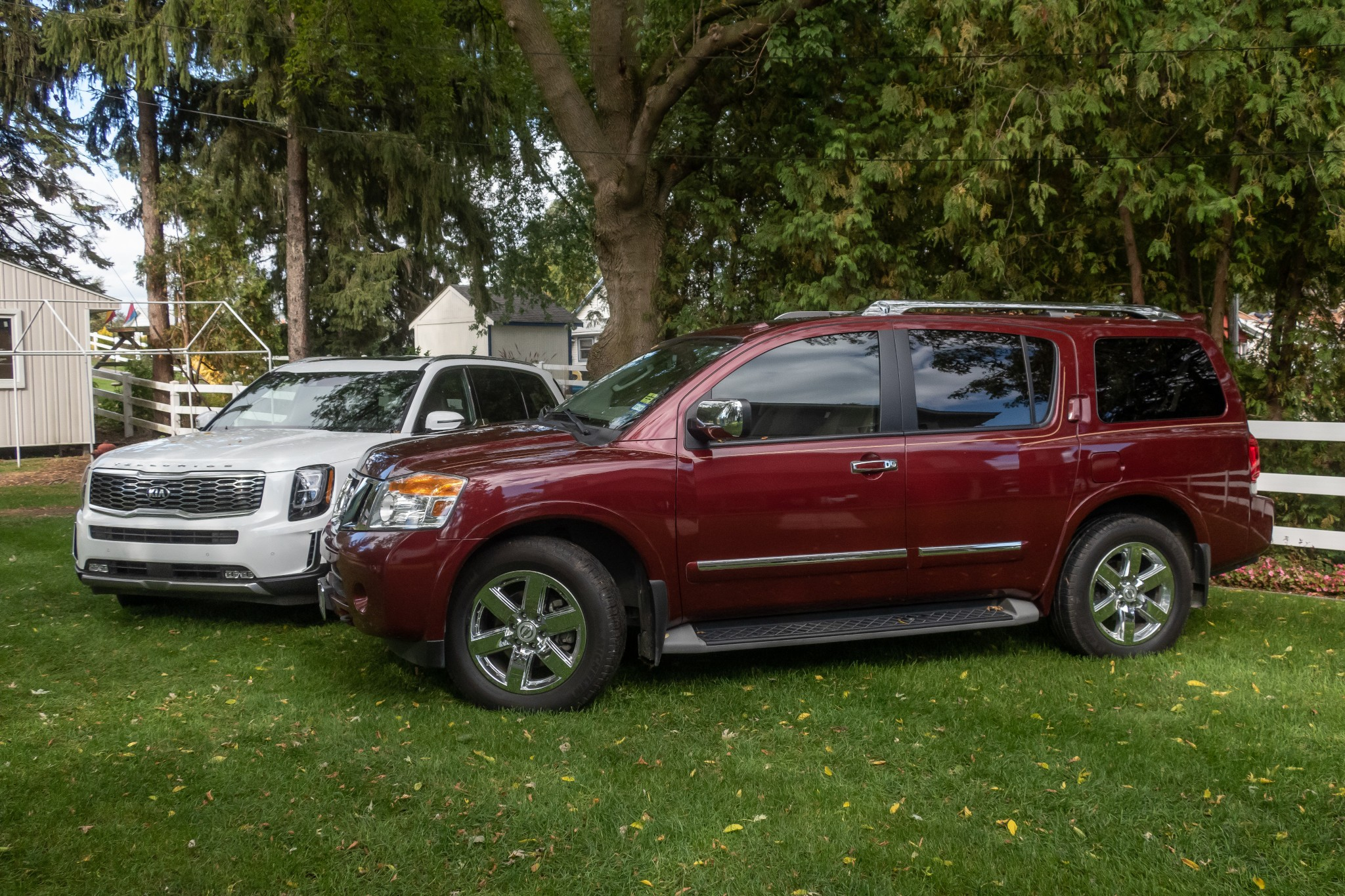 nissan-armada-and-kia-telluride-untitled-2020-07-angle--exterior--front--red--white.jpg